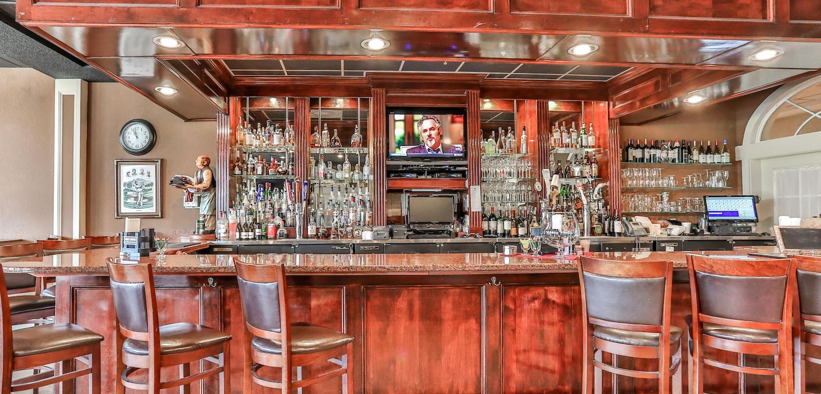 Glen Lakes - Bar counter