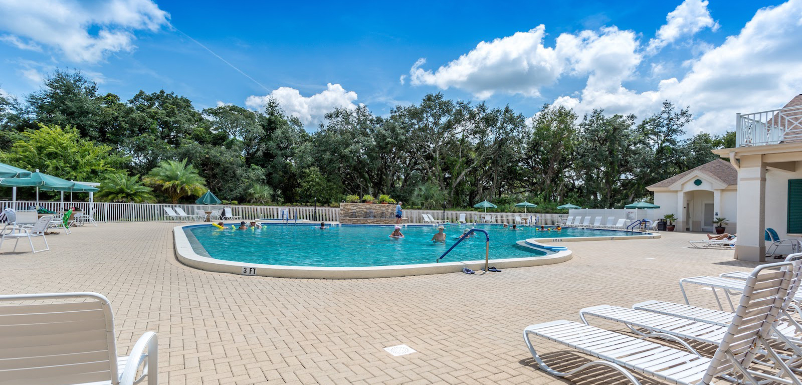 Wellington At Seven Hills - Outdoor swimming pool